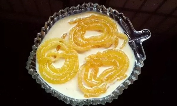 The benefits of eating jalebi with milk