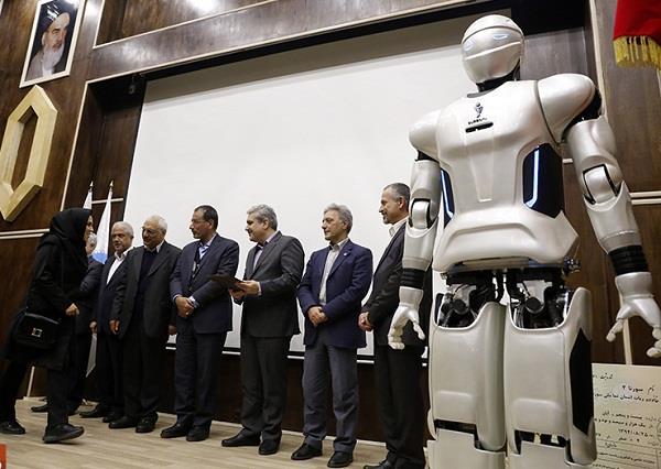 ایران نے 100 زبانیں بولنے والا روبوٹ بنالیا