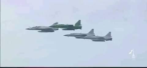 قطر کے قومی دن کے موقع پر ہونے والے ائیرشو میں پاک فضائیہ کے ٣ جے ایف-١٧ طیارے شریک ہوئے