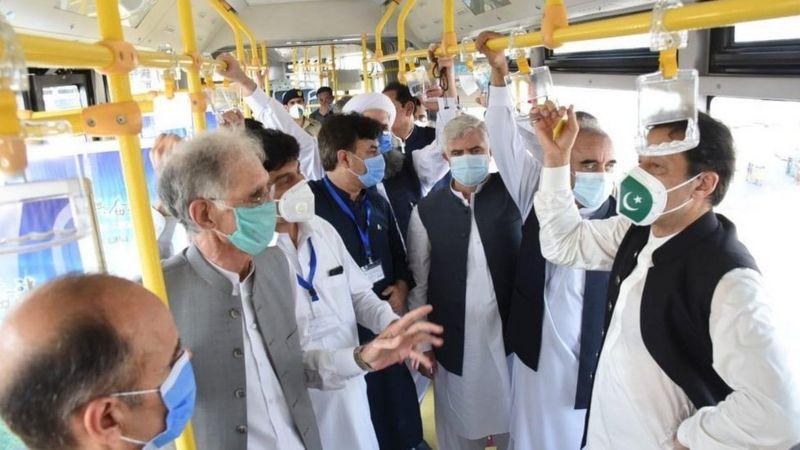 وزیر اعظم عمران خان نے آج پشاور میں بی آر ٹی منصوبے کا افتتاح کیا